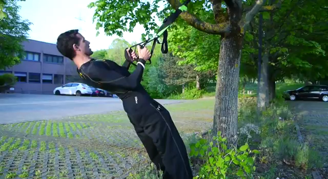 Sling Trainer Übung: Rudern