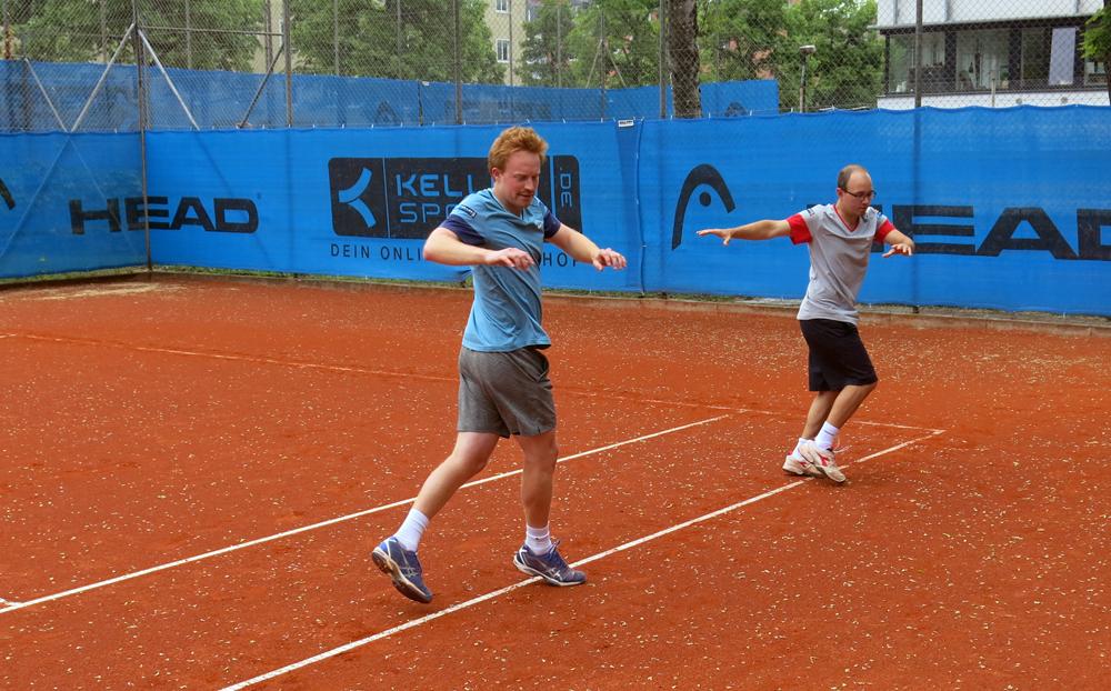 Tennis-Aufwärmübung 2: Überkreuzlauf