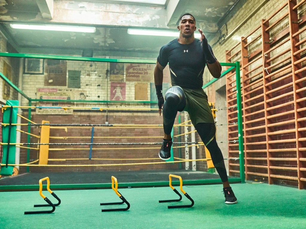 58efc045ac4 TRAINIERE WIE ANTHONY JOSHUA MIT DEM UNDER ARMOUR CHARGED ULTIMATE TR 2.0