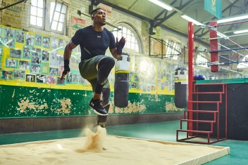 TRAINIERE WIE ANTHONY JOSHUA MIT DEM UNDER ARMOUR CHARGED ULTIMATE TR 2.0