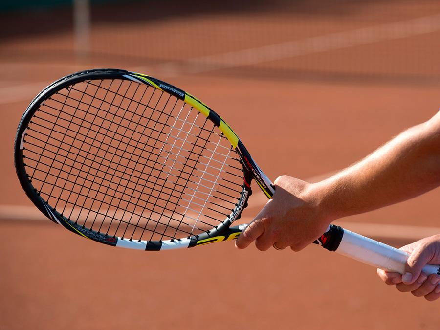 Worauf es bei der Wahl des passenden Tennisschlägers ankommt