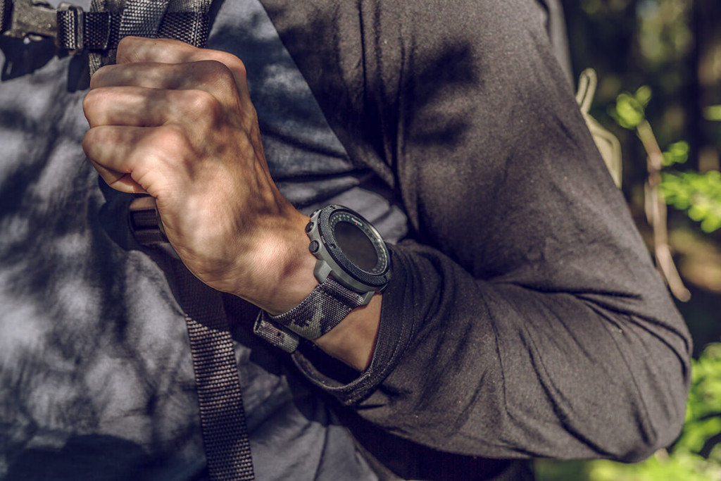suunto_traverse_alpha_concrete_product_on_wrist_01