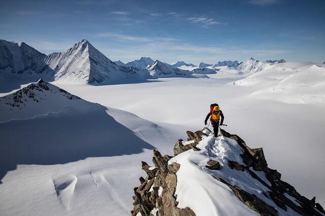 Die The North Face Summit Series L3 50/50 Down Jacket isoliert vor Kälte und ist extrem atmungsaktiv im Test 2021