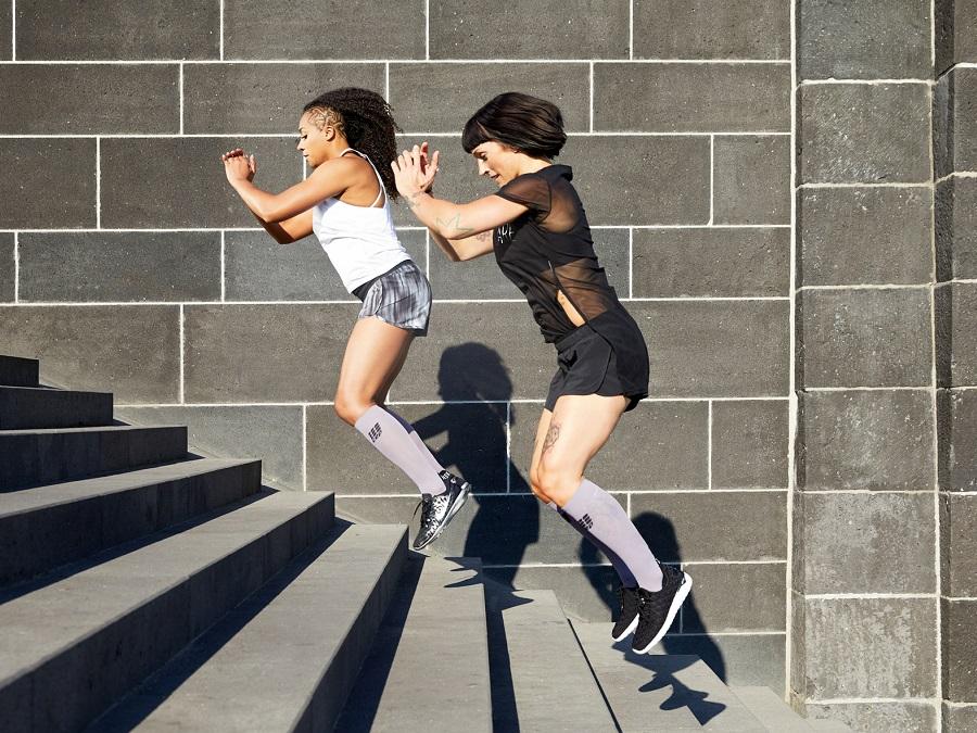 Training-Compression-Socks-plank-purple-WP40YK-w-gemeinsam