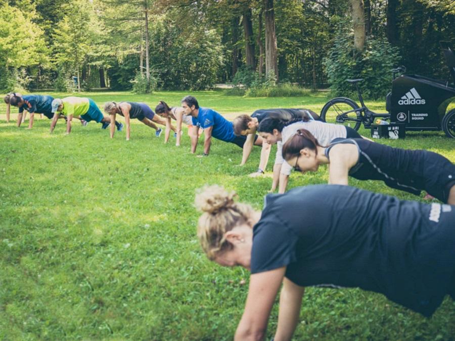 adidas_ultraboost_plank_workout_training