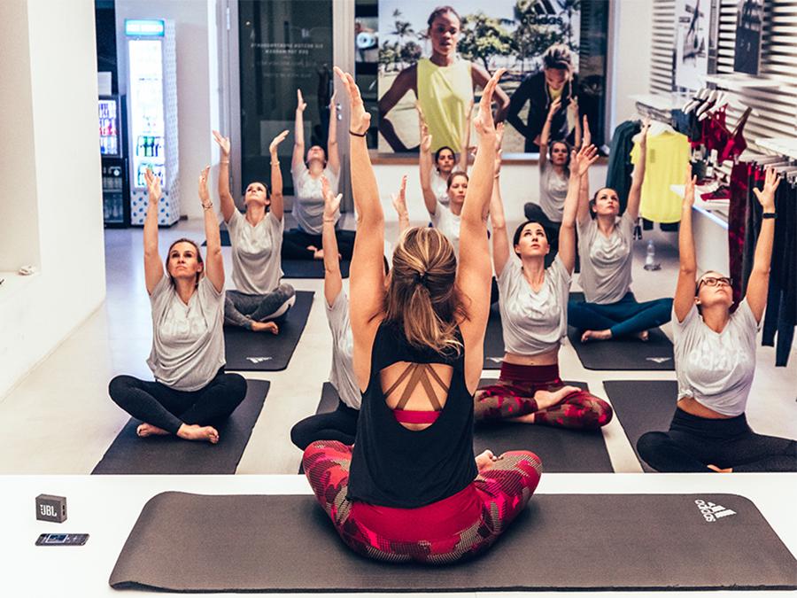 Yoga Übungen adidas