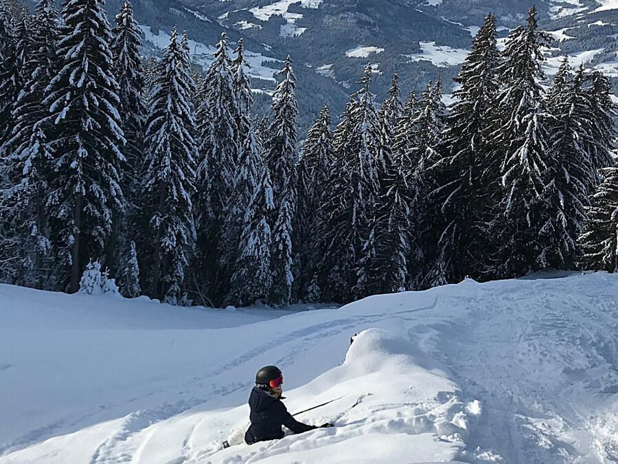Sicherheit beim Skifahren Winter Ski Piste Österreich GIRO MIPS Skihelm Article Skibrille Vivid