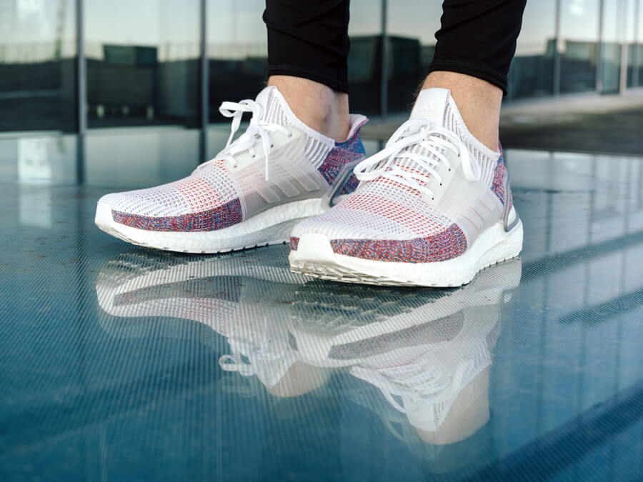 https://i2.keller-sports.de/guide/de/2019/01/adidas-Ultraboost-19-news-ultra-boost-2019-sneaker-red-white-black.jpg