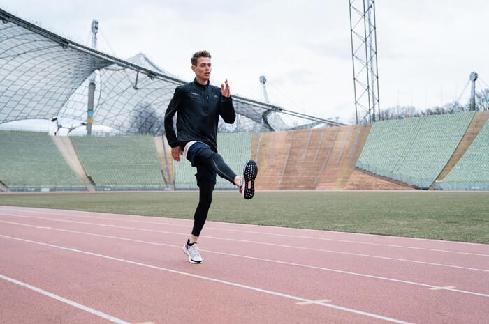 Aufwärmübungen zum warm werden vor dem Lauftraining für Joggen oder Übung B-Skip 1