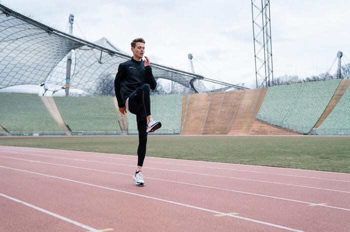 Aufwärmübungen zum warm werden vor dem Lauftraining für Joggen oder Lauf Übung B-Skip 2