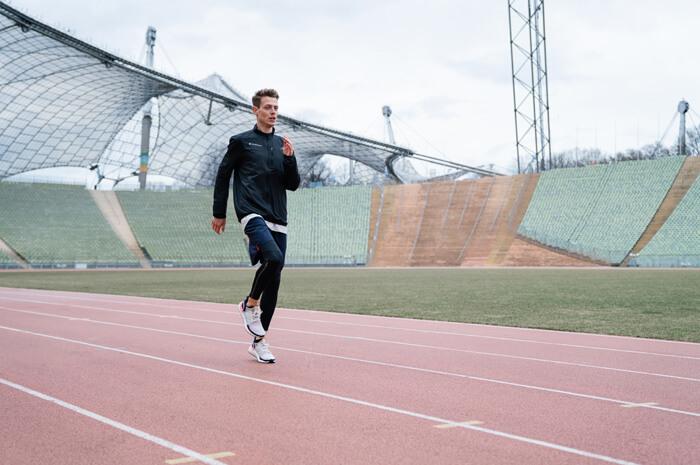 Aufwärmübungen zum warm werden vor dem Wettkampf und Training für Joggen oder Übung B-Skip 4
