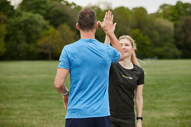 Mit Freunden ist das Laufen Urban Running wie das Trailrunning eine schone Abwechslung zur anstrengenden Urlaubsplanung