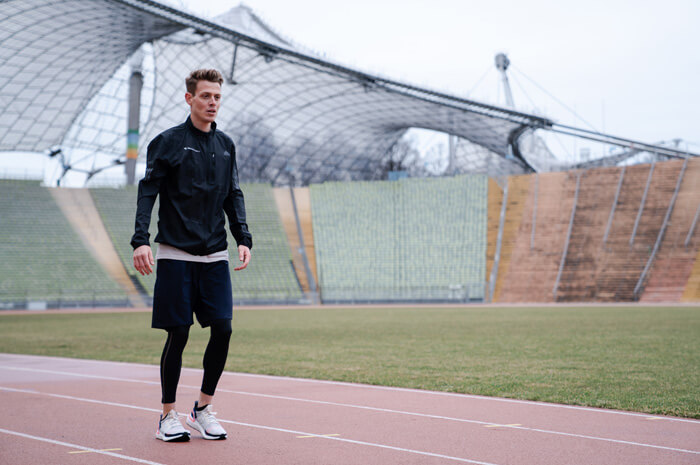 Philipp Pflieger Tipps Aufwärmübungen zum richtig warm und fit werden vor dem Training für Joggen oder Lauf Übung Lunges 1