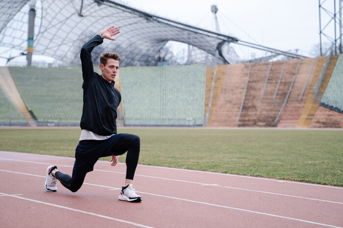 Philipp Pflieger Tipps Aufwärmübungen zum richtig warm und fit werden vor dem Wettkampf und Training für Joggen oder Lauf Übung Lunges 2