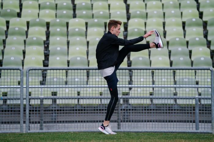 Philipp Pflieger Tipps Aufwärmübungen zum warm und fit werden vor dem Wettkampf und Training für Joggen oder Lauf Übung Schwunggymnastik 1