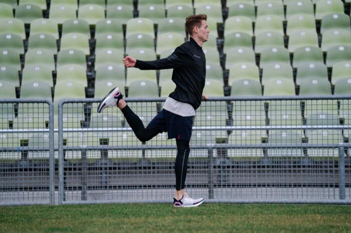 Philipp Pflieger Tipps Aufwärmübungen zum warm und fit werden vor dem Wettkampf und Training für Joggen oder Lauf Übung Schwunggymnastik 2