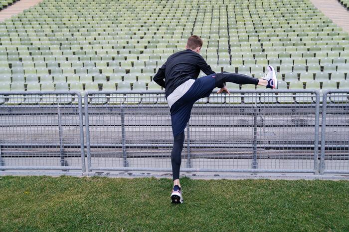 Philipp Pflieger Tipps Aufwärmübungen zum richtig warm und fit werden vor dem Laufen Übung Schwunggymnastik 3