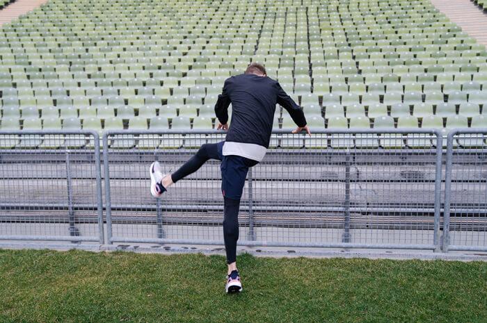 Philipp Pflieger Tipps Aufwärmübungen zum richtig warm und fit werden vor dem Laufen Lauf Übung Schwunggymnastik 4