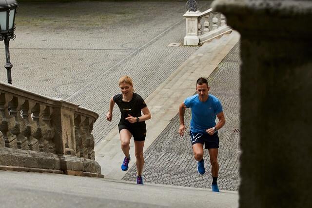 Treppen und andere Hindernisse verbinden beim Laufen das Urban Running und das Trailrunning