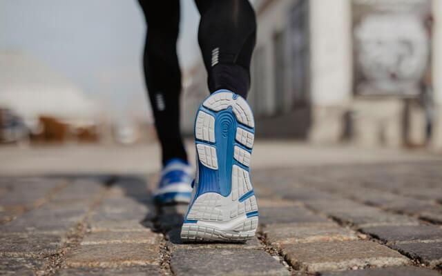 ASICS GEL-Nimbus 21 Test 2019 New Laufschuhe für Damen und Herren im Training zum Laufen auf der Straße Guidance Line