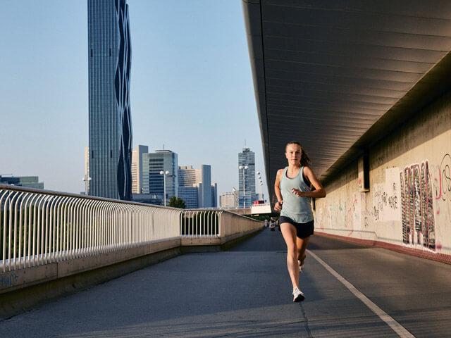 Laufen in Wien - Auf der Donauinsel Strecke läuft man auf Asphalt mit am schönsten in ganz Wien