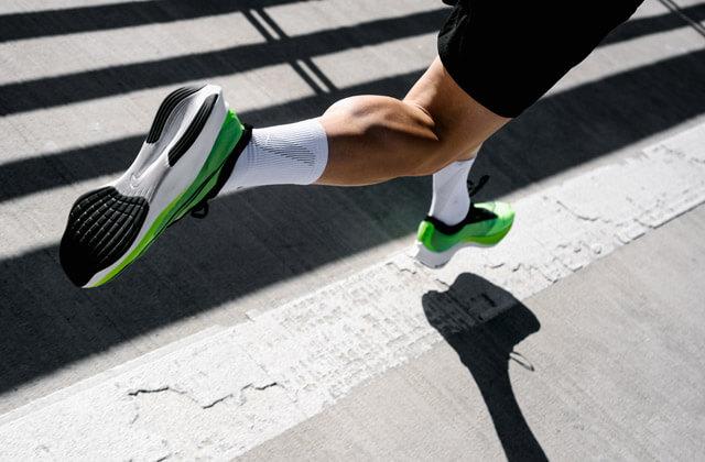 Nike Zoom Fly 3 Running Schuhe im Test mit React Dämpfung und großem Swoosh Logo