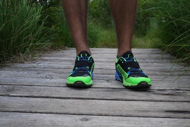 Die grünen Elemente der Dynafit Alpine Pro Schuhe reflektieren im Dunklen