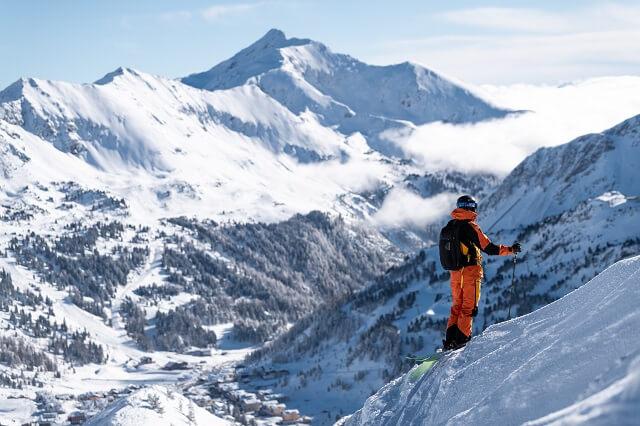 Die Peak Performance Vertical Pro Kollektion ist perfekt geeignet für ambitioniert Skitourengeher 2021