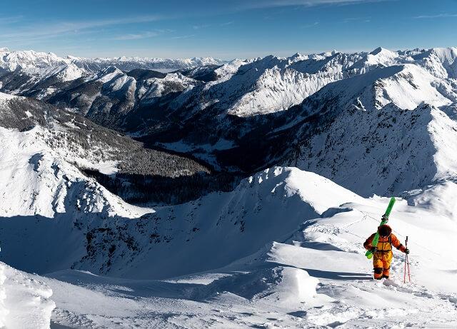 Mit der Peak Performance Vertical Pro Kollektion seid ihr 2021 bereit für jedes Skitour und Freeride Abenteuer