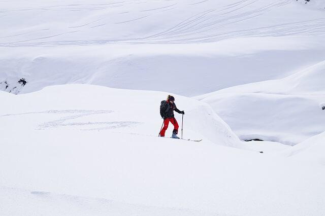Die Haglöfs L.I.M. Shake Dry Damen Skitouren Jacke ist im Winter Test 2019 2020 winddicht atmungsaktiv und wasserdicht
