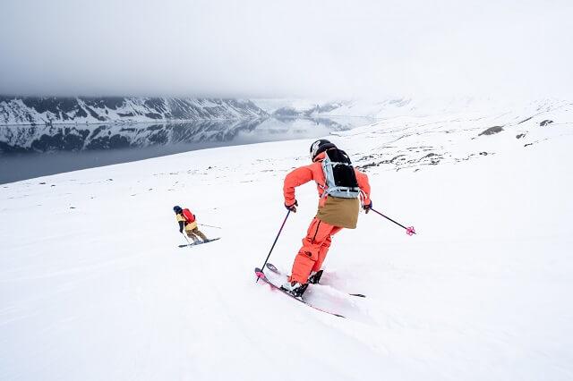 Freeriden in einer unvergesslichen Natur machen die Svalbard Expedition in die arktische Welt zu einer der atemberaubensten Reisen