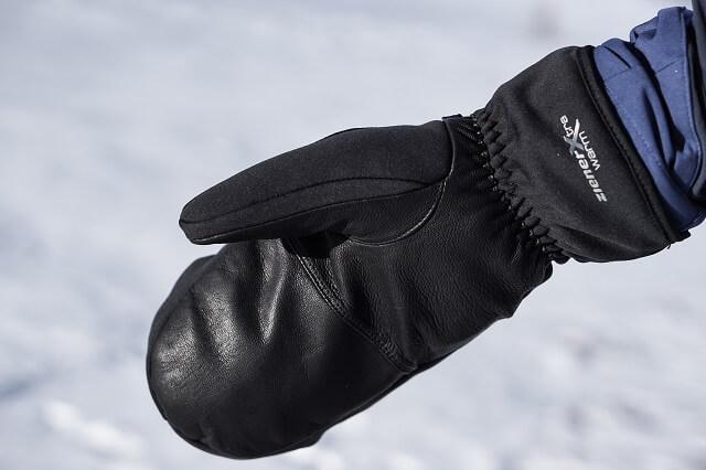 Ziener Karinia AS PR Mitten Lady Glove im halten im Skitour Test 2019 gut warm