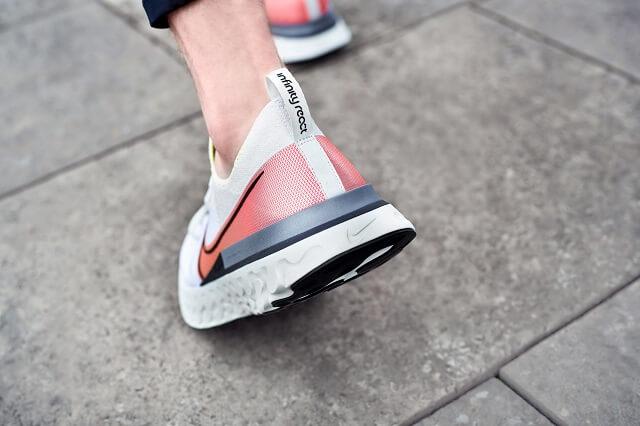 Der Nike React Infinity Run Flyknit ist für Läufer die einen bequemen stabilen und sicheren Laufschuh suchen