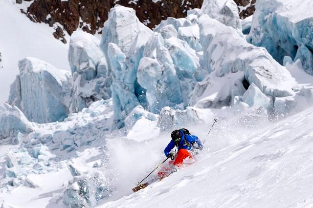 Freeride Paradies in den Alpen am Tiroler Gletscher in Österreich mit dem White 5 Skipass 2020