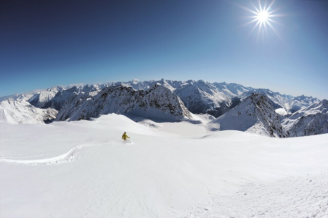 Freeriden in den Alpen am Ötztaler Gletscher Sölden in Tirol mit dem White 5 Skipass 2020