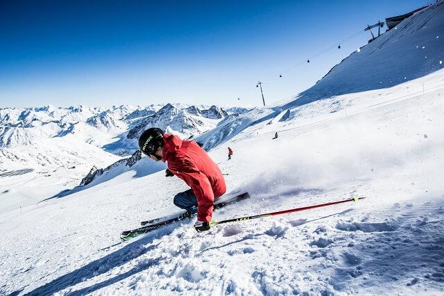Skifahren am Pitztaler Gletscher in den Tiroler Alpen mit dem White 5 Skipass 2020