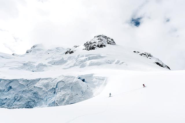 Das Skitourengehen erfordert viel Planung und Erfahrung um sich möglichst in Sicherheit zu wiegen und sich keiner Gefahr einer Lawine auszusetzen