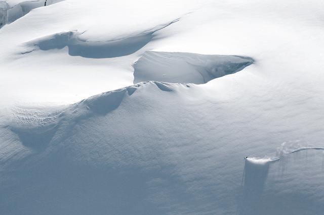 Die Schnee Massen beim Skitour gehen und Freeriden bilden jeder Zeit die Gefahr einer Lawine für die eine gute Vorbereitung unabdingbar ist