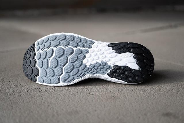 Die new Balance Fresh Foam 1080 v10 Schuhe haben eine griffige AUßensohle aus Gummi