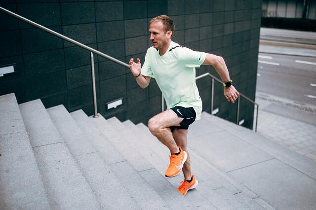 Trainiere deine Grundlagenausdauer und steigere deine Leistung im Training beim Laufen