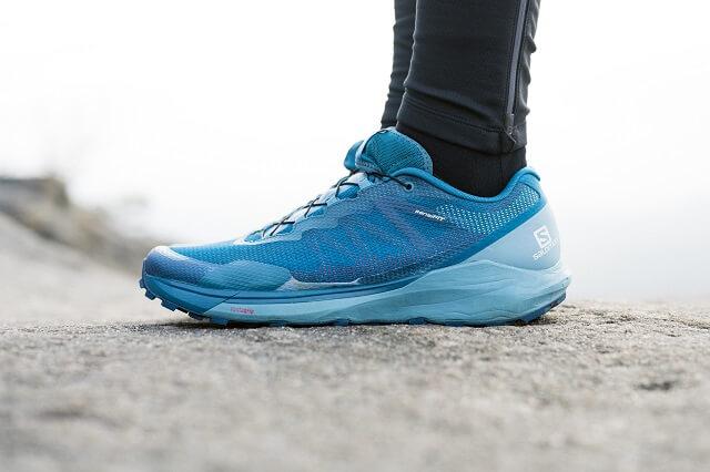 Der Salomon Sense Ride 3 Trail Schuh am Fuß von Keller Sports pro Jan beim Trailrunning Test 2020