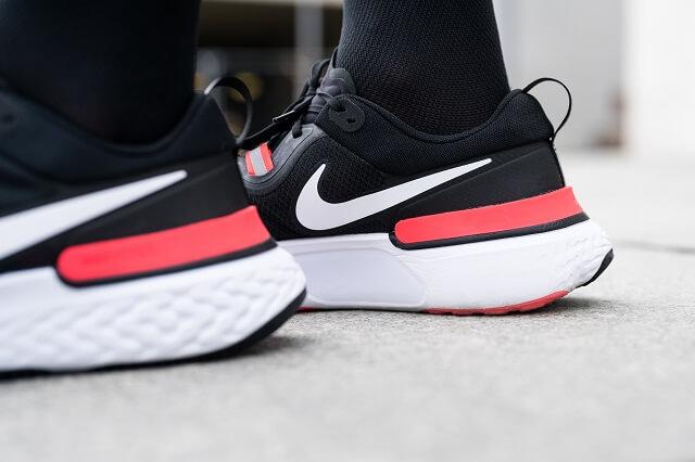 Der Nike React Foam in der Sohle der Schuhe sorgt für eine weiche Dämpfung und anhaltende Performance beim Laufen