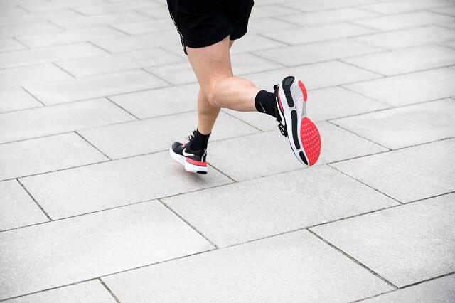 Die Gummi Außensohle sorgt für guten Grip beim Lauf Training 2020