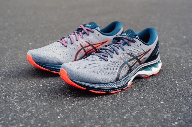 Der ASICS GEL-Kayano 27 Laufschuh ist die Neuauflage des beliebten Schuh für Läufer mit Überpronation