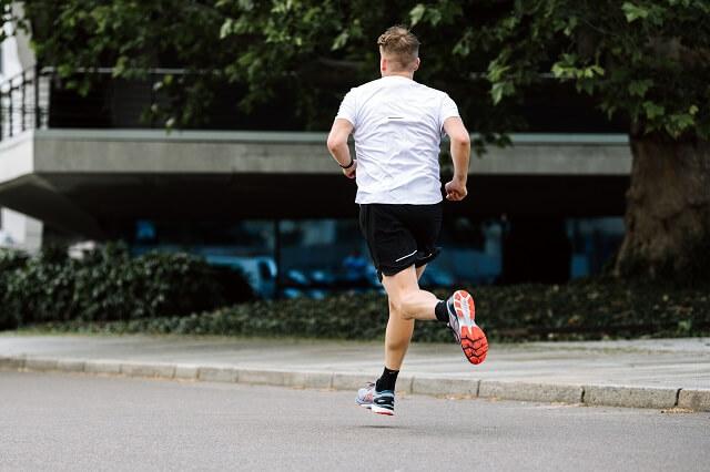 Der ASICS GEL-Kayano 27 bleibt auch 2020 einer der besten gestützten Laufschuhe für Damen und Herren auf dem Markt
