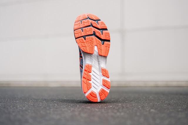 Die Außensohle der ASICS GEL-Kayano 27 Laufschuh wurde für Damen und Herren abgestimmt für mehr Stabilität und Komfort beim Laufen