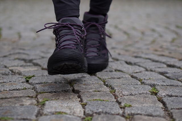 Die Schnürung der Mammut Ducan Mid Gore Tex Wanderschuhe hält den Outdoor Schuh fest am Fuß