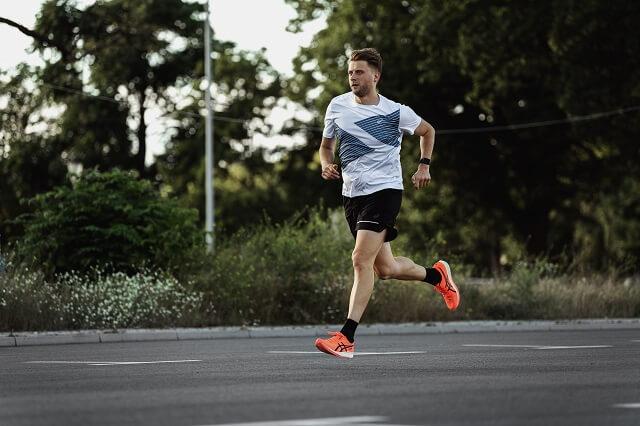 Keller Sports Jan mit dem neuen ASICS Metaracer Laufschuh im Running Test 2020