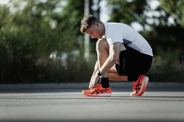 Keller Sports Pro Jan Lau hat die neuen ASICS Metaracer Schuhe für auf die Running Performance im Training 2020 getestet
