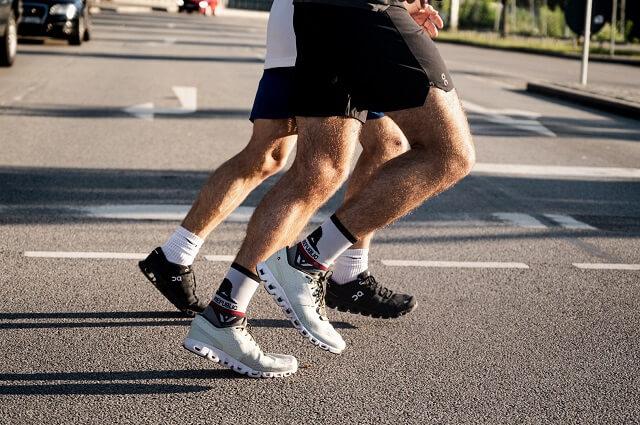 Der On Cloud X Laufschuh eignet sich perfekt für schnelle Laufeinheiten und starkes Krafttraining